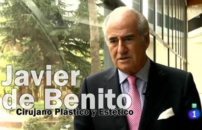 en la fotografía, el Dr. Javier de Benito. Cirujano plástico de barcelona en el congreso de suturas silhouette.